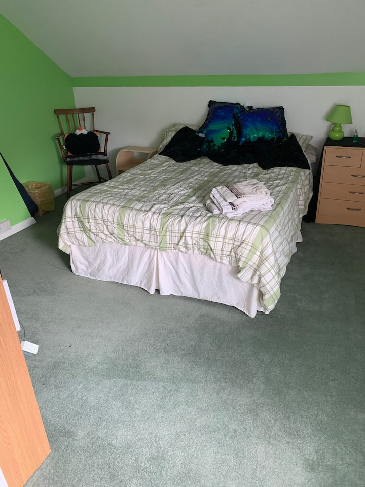 1 Double Attic Room (green), Gravesend.