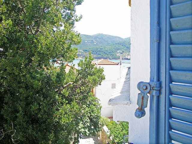 """Yiayia's"" guesthouse in Skopelos"
