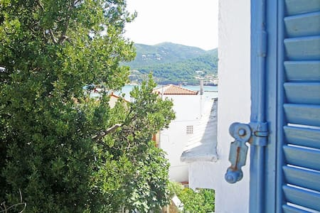 """Yiayia's"" guesthouse in Skopelos - Wohnung"
