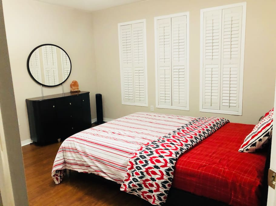 Mississauga  Room Rent Near Utm