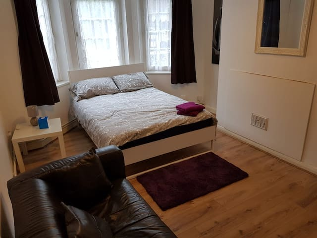 Kingsize room A 1 min to  Bethnal green station