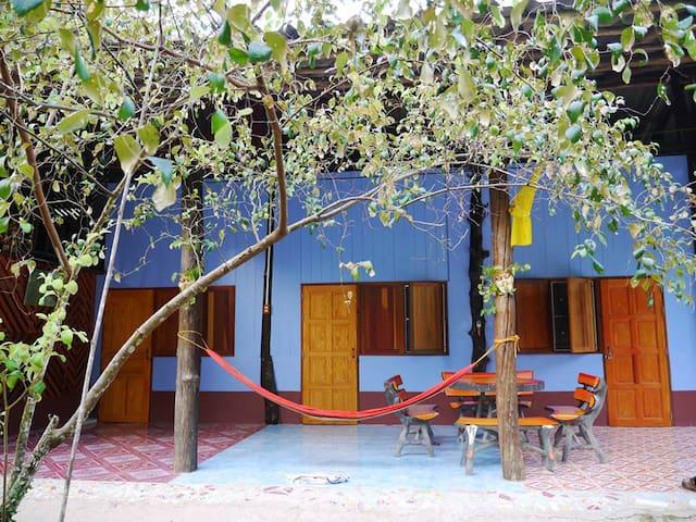Mata Guesthouse (มาตา เกสต์เฮาส์)