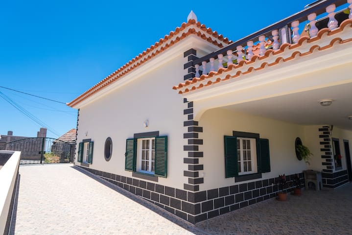 Great House With Wonderful Views - Arco Da Calheta