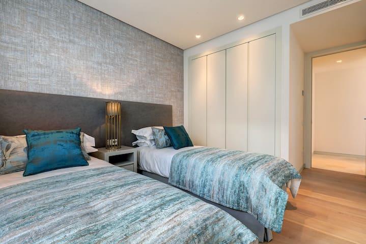 Guest bedroom (2x bed 90x210cm)