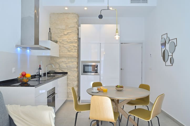 MyFlats Luxury Downtown One Bedroom Apartment
