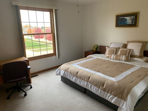 Private room in Macomb for rest and relaxation!