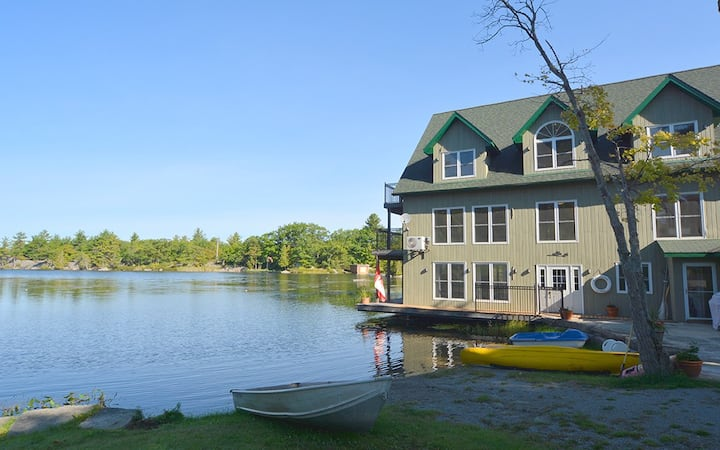Angelfire Cottages - Boathouse - North Suite