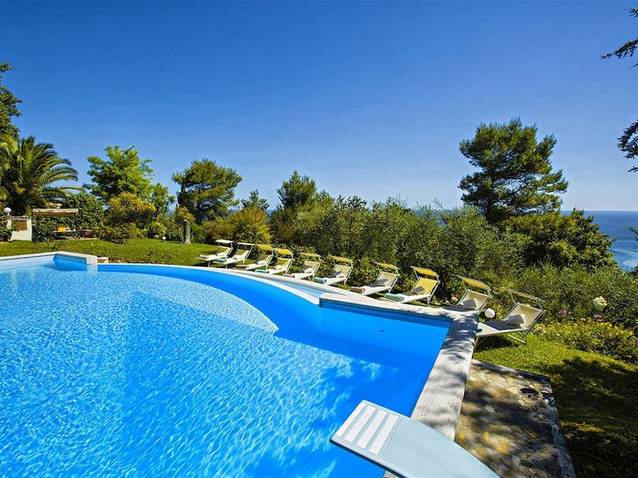 Modern Villa With Large Private Pool Ville In Affitto A