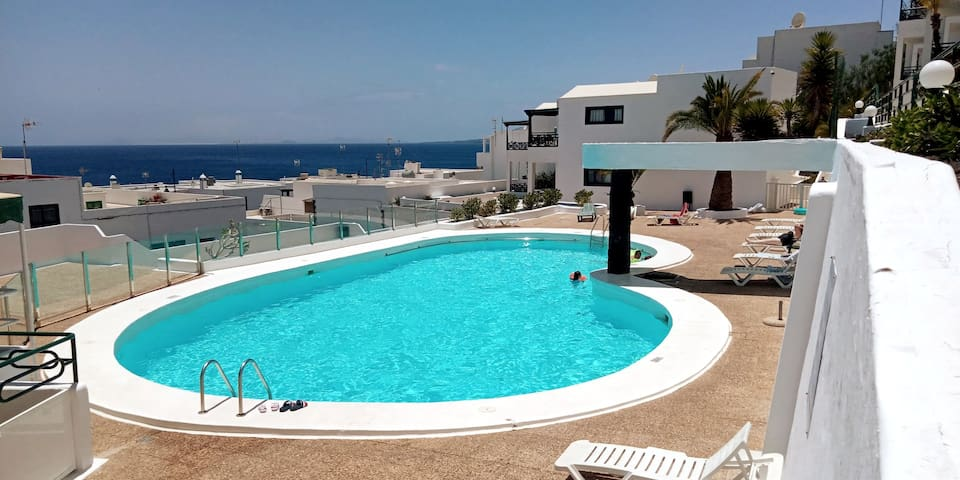 HEOL MOR: From home to home, pool and seaviews