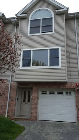 Cozy, Convenient, Clean Townhouse - Fairview - Ev
