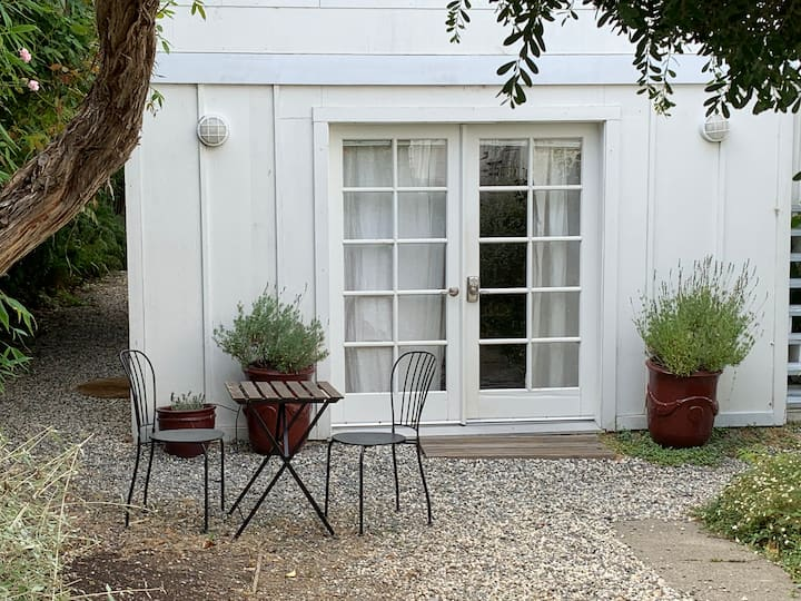 Chic Pied a Terre with Private Garden