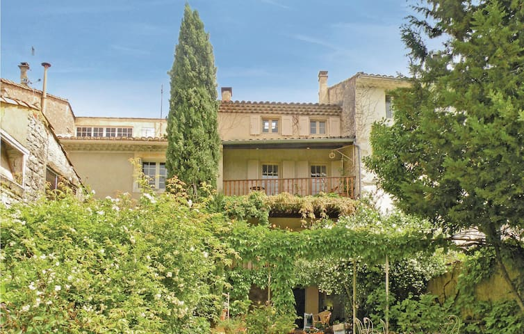 Terraced house with 4 bedrooms on 200m² in St Didier