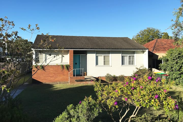 Tiny living in Ryde, walk to nature and transport. - North Ryde - Haus