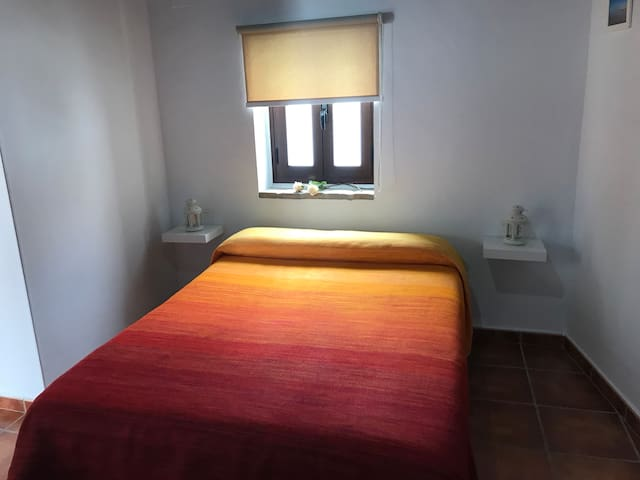 Habitación con cocina y baño privados conil playa.