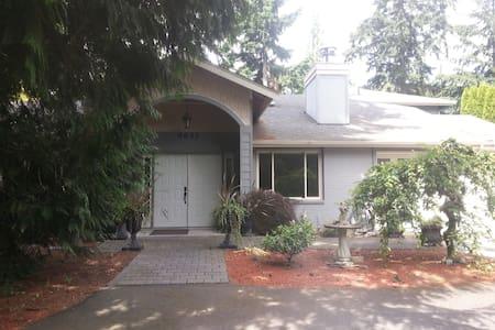 Charming Estate 10 min commute Seattle or Bellevue