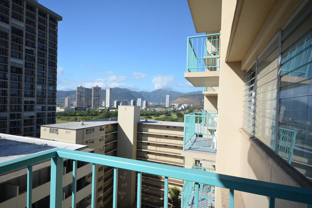 Balcony has great view of the Ko'olau Mountains
