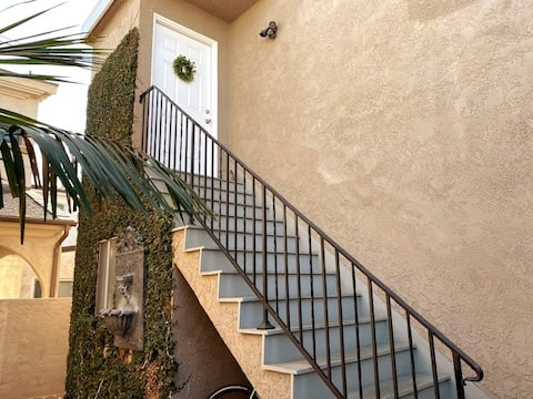 2 Bedroom/1 Bath...Steps to the beach with Parking