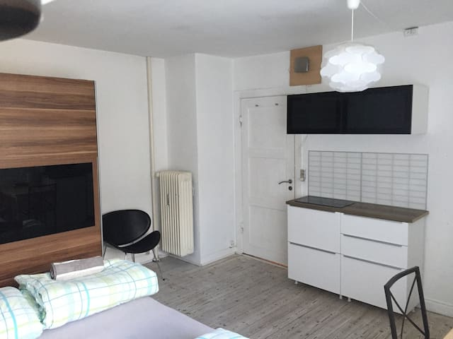 20min. to the Center, Separate Kitchen. - København - Apartment