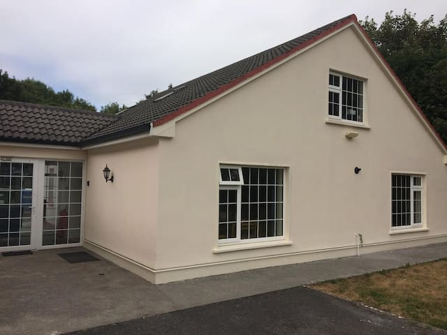 Spacious S/C lodge near Lough Corrib