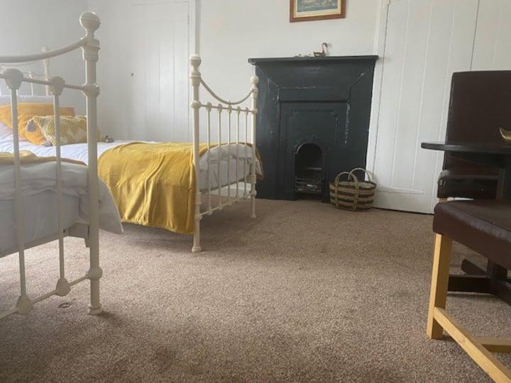 Folkestone, large beautiful bright room
