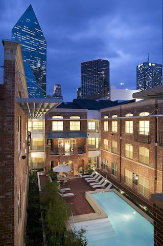 2 Bedroom Loft In The Heart Of Downtown Dallas