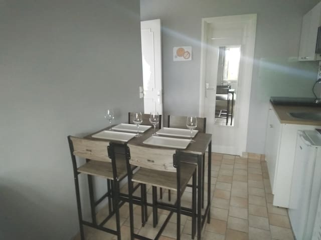 One-bedroom flat with private patio near Beauvais