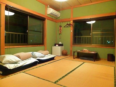 Aoshima Guesthouse Hooju Twin Room with Share Bath