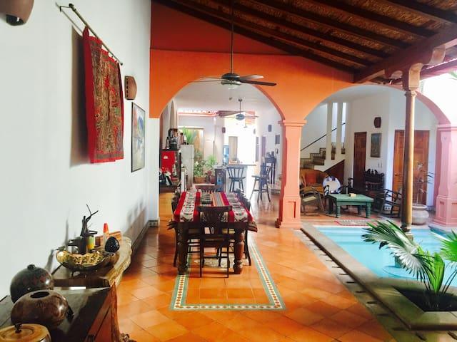 Casa Diamante: Colonial Elegance, Proximity, Peace - Grenada - Dům