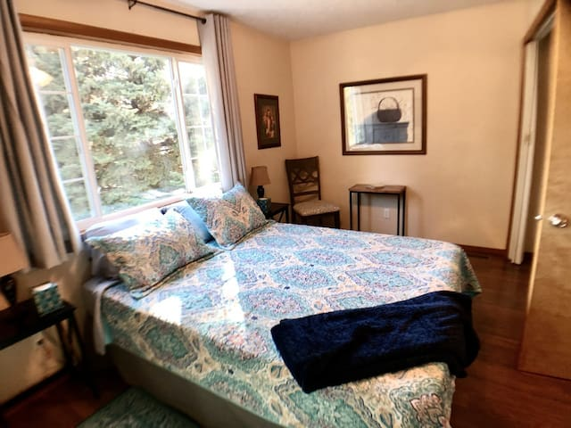Comfortable queen sized memory foam mattress fit nicely in this inviting bedroom