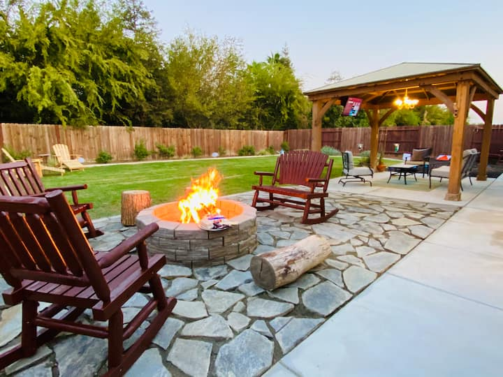 Amazing Model Home W/Great Backyard! Slps 14
