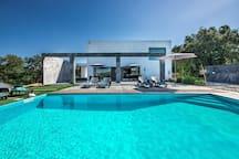 Welcome to Villa Abaton!