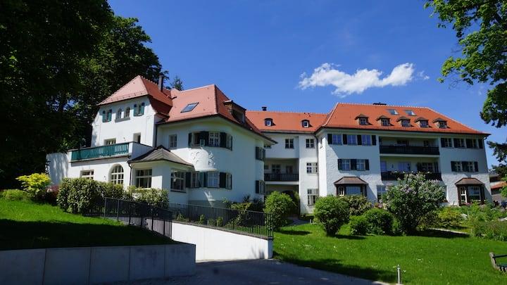 Luxury Living near S Bahn and Starnberger Lake