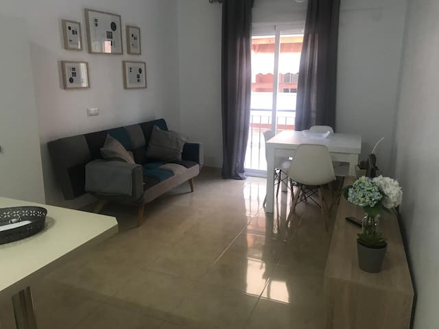 Cozy apartment. Less 10mins from the beach
