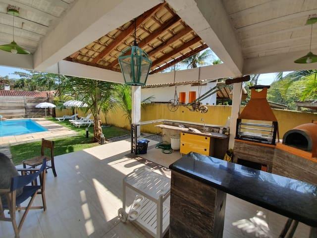 Casa com piscina, sinuca e praia particular
