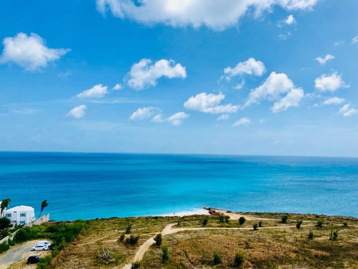 Beautiful One bedroom condo with stunning seaview