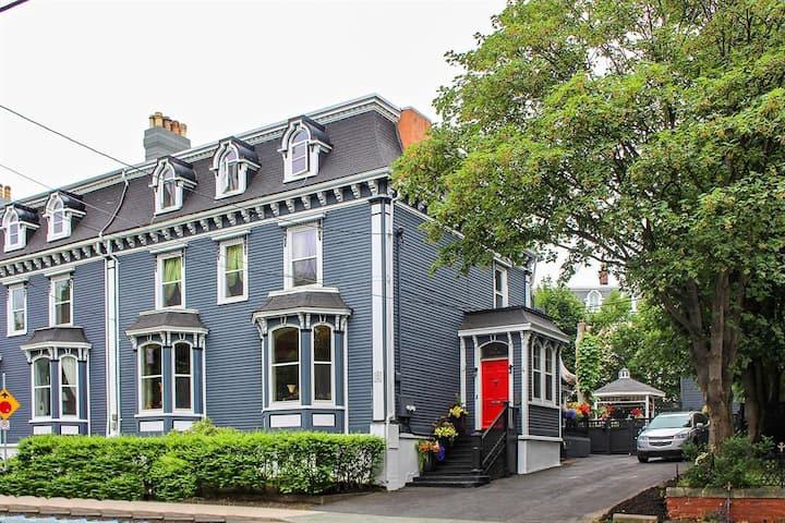 Jellybean Manor - Apartment