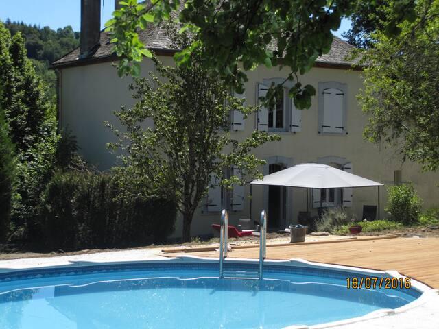Agréable et spacieuse maison de vacances - Ydes - Dom