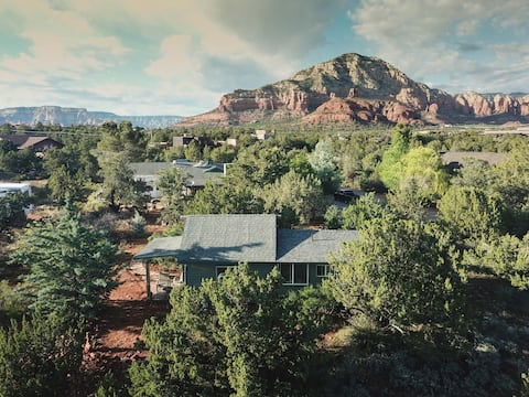 Cozy West Sedona one bedroom cottage tucked in nature.  Enjoy a quiet and super convenient location.