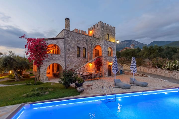 Entire Castle, Amazing Sea View and Swimming Pool