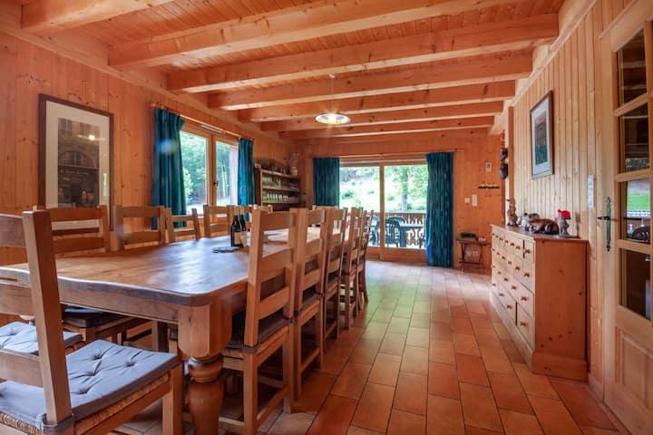 5 bedrooms - Chalet sleeps 14 - 10 min from Morzine Avoriaz