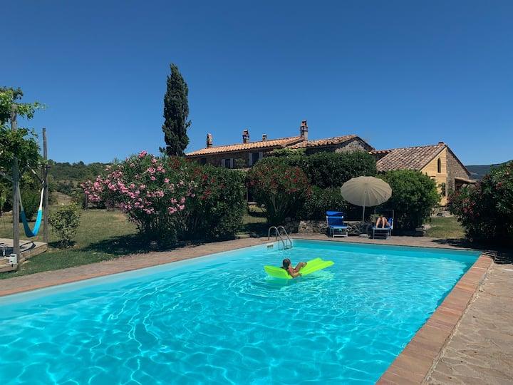 Argilaia - Farmhouse in Saturnia with Pool