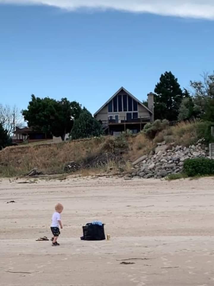 Beachfront, Lake Cabin, Game Room, Saloon, Parking