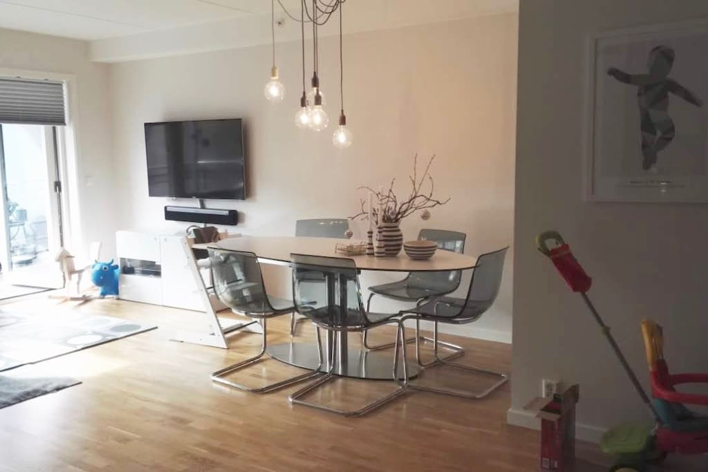 Nice dining area. The table can be expanded and additional chairs are offered. The 52 inch flatscreen Smart TV can be seen in the background. Also features a Sonos soundbar.