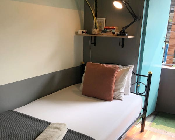 Miku Private Single Bedroom with Balcony, WIFI, AC