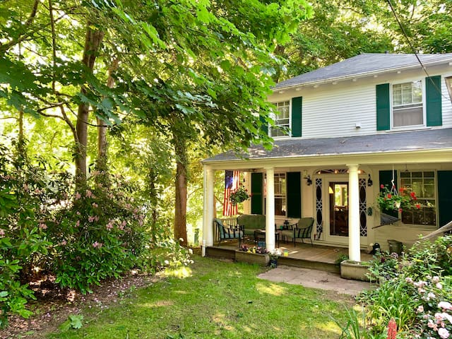 Sweet historic cottage on Cape Cod's north shore