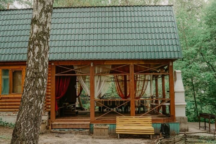Гостевой дом в лесу с русской баней и бассейном