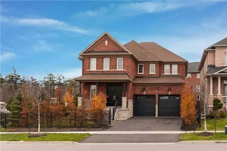 别墅:干净、整洁、环境优美、交通便利 - Vaughan - Villa