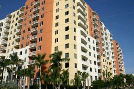 Beautiful 2/2 in heart of Aventura! - Aventura - Apartment