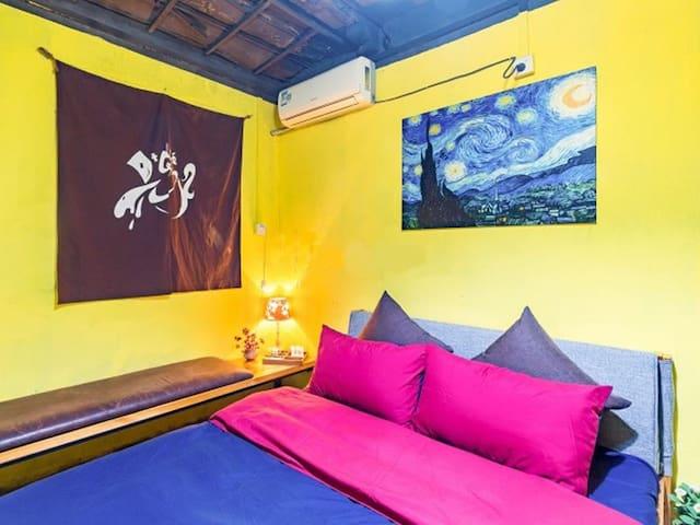 香洲长途车站附近民族民居民宿咖啡旅馆家具电器全热水WIFI特色单间