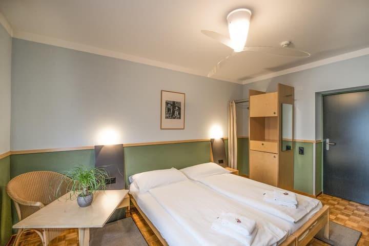 Standard double room, quiet position Lake Lugano